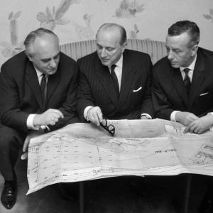 1964_l-to-r_Rolf-Renger_StenA-Olsson_Cpt-Hans-Baltzer_discussing-expansion-of-Oslokai-300×300