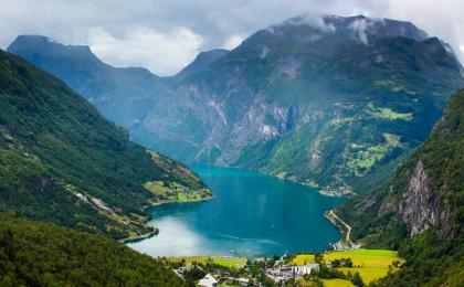 Norvēģija, Skandināvija, fjords,Geirangers, Jūras līcis, populārākais fjords Norvēģijā, Frozen, Ledus Sirds, dabasskati, kalni, kalnos kāpšana Norvēģijā, Geirangerfjords,